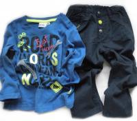 Modrá mikina a kalhoty s nářadím