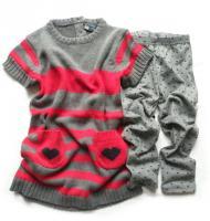 Dívčí srdíčkové šaty a šedé legíny značky LOSAN